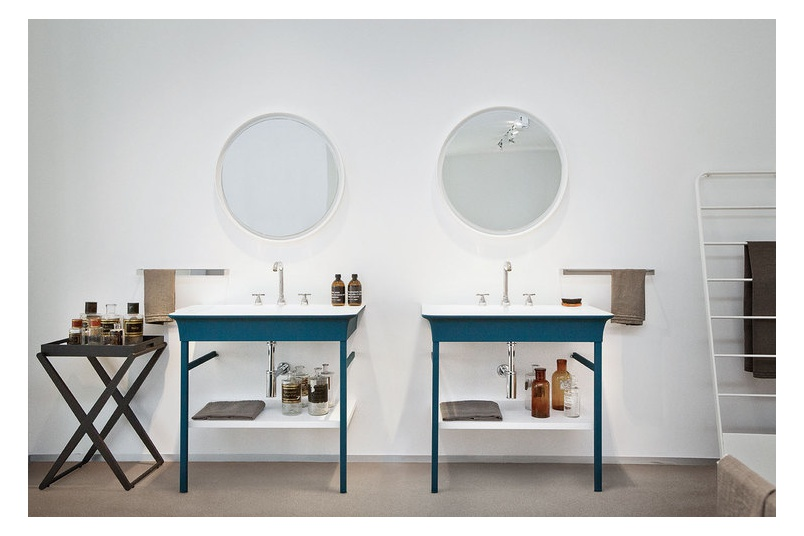 Novecento XL washbasin and Novecento bath from the Agape range have been designed by Benedini Associati.