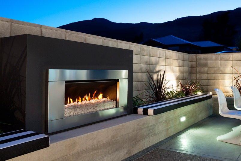 Escea EF5000 gas heater (Stainless Steel Ferro fascia and White Pebbles fuel bed).